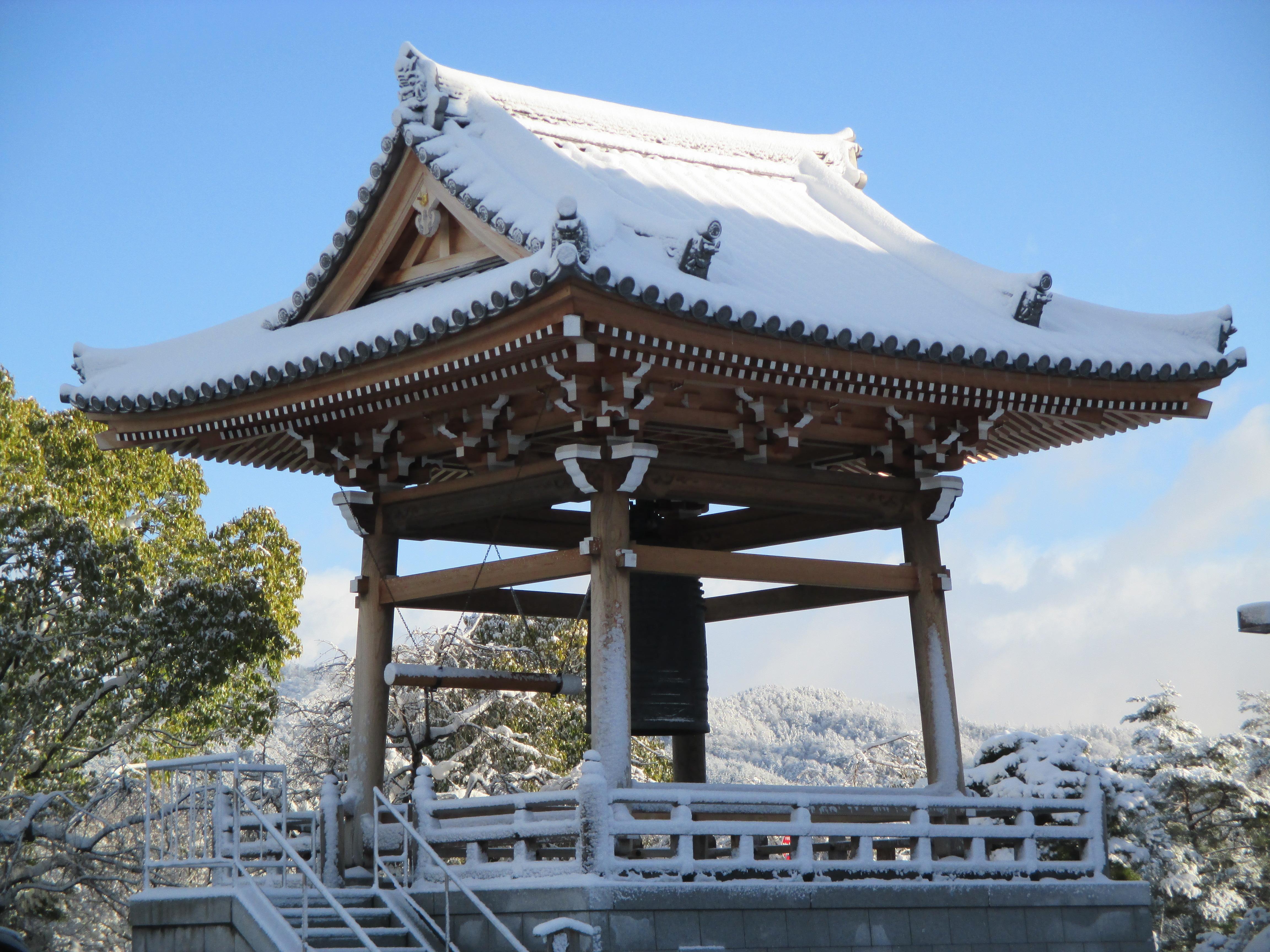 雪帽子の鐘楼堂